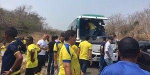 Se estrella autobús con aficionados de Colombia y Ecuador