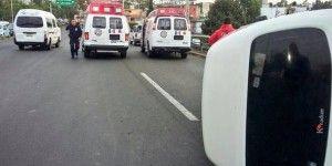 Siete heridos por volcadura de transporte público en Satélite