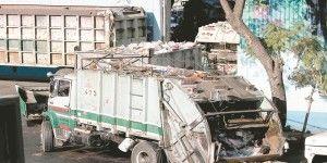 Vehículos oficiales y transporte público burlan al Hoy No Circula