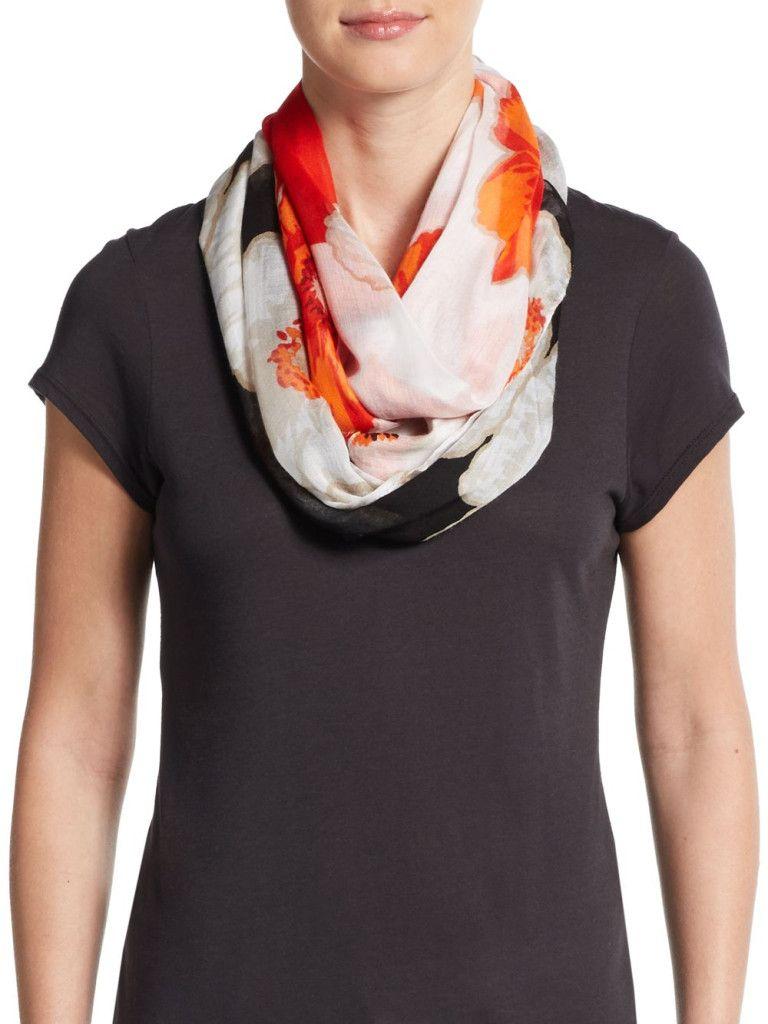 Las bufandas de la firma son hechas en China, y por su alto grado de inflamabilidad, es que serán retiradas del mercado. Foto de internet.