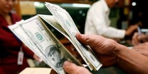 Dólar cierra a la baja hasta en 17.70 pesos