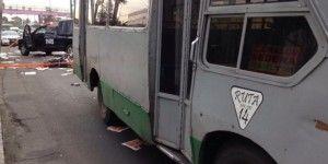 Dos microbuses atropellan a motociclista en Periférico Oriente