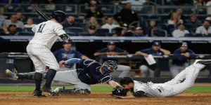 Jardinero de los Yankees se roba home