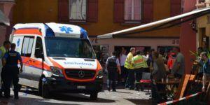 Dos muertos y 10 heridos tras estrellar auto en cafetería de Alemania