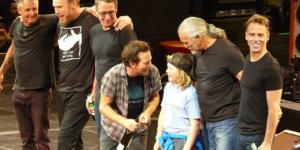 Niño de 10 años toca con Pearl Jam