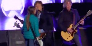 Video: niña toca el bajo con Paul McCartney en concierto