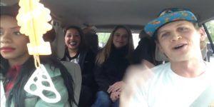 Video: conductor de Uber rapea para sus pasajeras