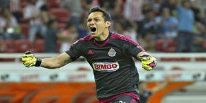 Cota jugará un año más en Chivas
