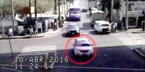 Video: detienen a taxista que robó celular a pasajero