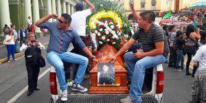 Detienen a dos policías por el asesinato de un joven en Xalapa