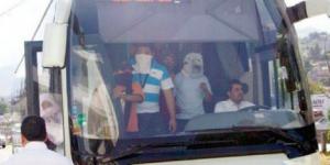 Maestros secuestran autobuses para trasladarse a la Ciudad de México