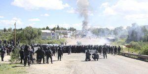 Retienen a siete funcionarios federales en Nochixtlán