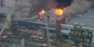 Deja cinco muertos incendio en edificio de Los Ángeles