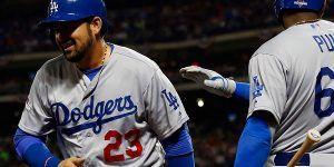 Adrián González anota carrera en el triunfo 3-2 de los Dodgers sobre Arizona