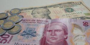 Dólar se vende hasta en 19.77 pesos