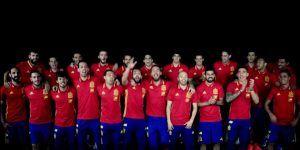 Jugadores de España cantan himno de 'La Roja' para la Euro