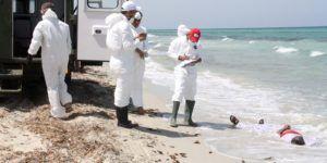Recuperan más de 100 cuerpos tras naufragio en costa de Libia