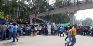 Maestros bloquean plazas comerciales en Oaxaca