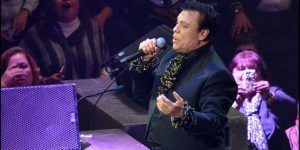 "Video: Juan Gabriel canta ""No tengo Twitter, no tengo WhatsApp"""