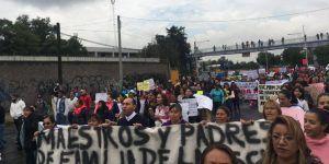 CNTE bloquea la calzada Zaragoza con dirección al centro