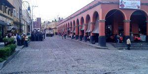 Granaderos retiran puestos ambulantes en Mercado de San Ángel