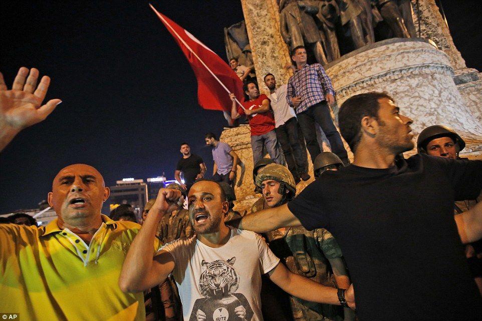 Valls: Francia no cederá ante el terrorismo y no se dejará desestabilizar