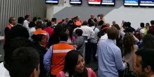 Aeroméxico provoca furia de pasajeros por cancelación de vuelo