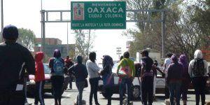 CNTE mantiene más de 12 bloqueos en carreteras de Oaxaca