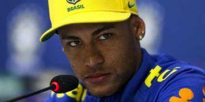 Video: Neymar se molesta con periodista en rueda de prensa