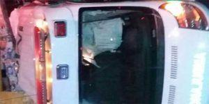 Volcadura de ambulancia en Oaxaca deja cuatro heridos