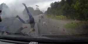 Video: terrible choque en Rusia entre un auto y un camión
