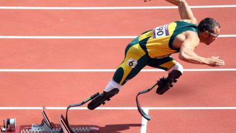 Hospitalizan a Oscar Pistorius tras caerse de la cama en prisión