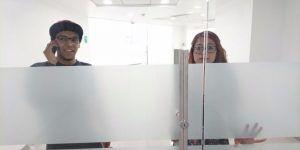 Jóvenes quedan atrapados en un Bancomer del Centro Histórico