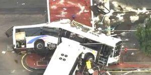 Choque de autobuses en Newark deja un muerto y 19 heridos