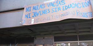 Realizan toma de oficinas en la FES Acatlán