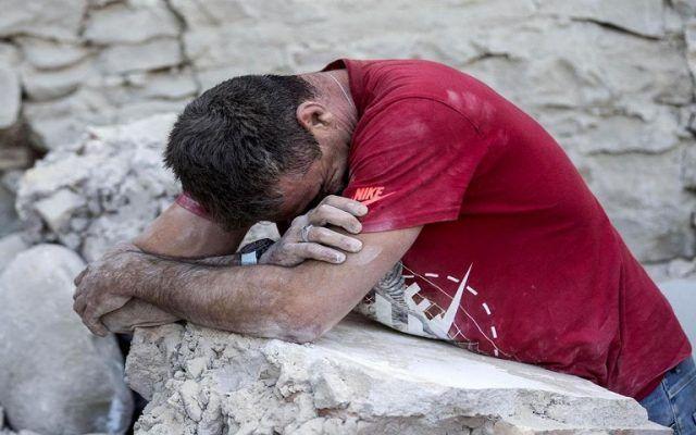 Aumenta a 37 número de muertos por terremoto en Italia