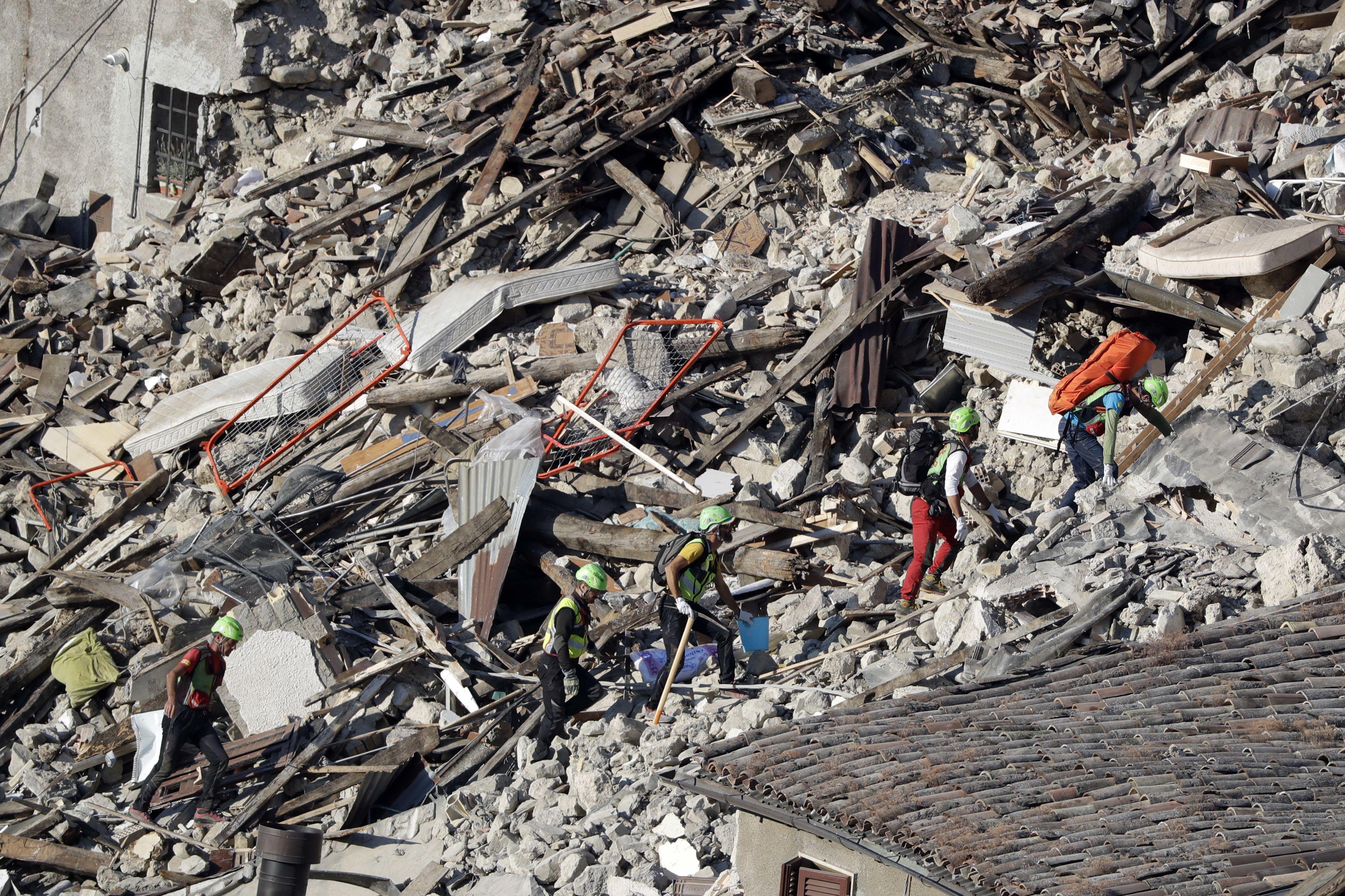 Asciende a 278 muertos y 388 heridos por terremoto en Italia