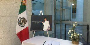 Abren libro de condolencias a Juan Gabriel en Italia y Guatemala