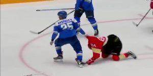 #Viral jugador de hockey noquea a medio equipo rival