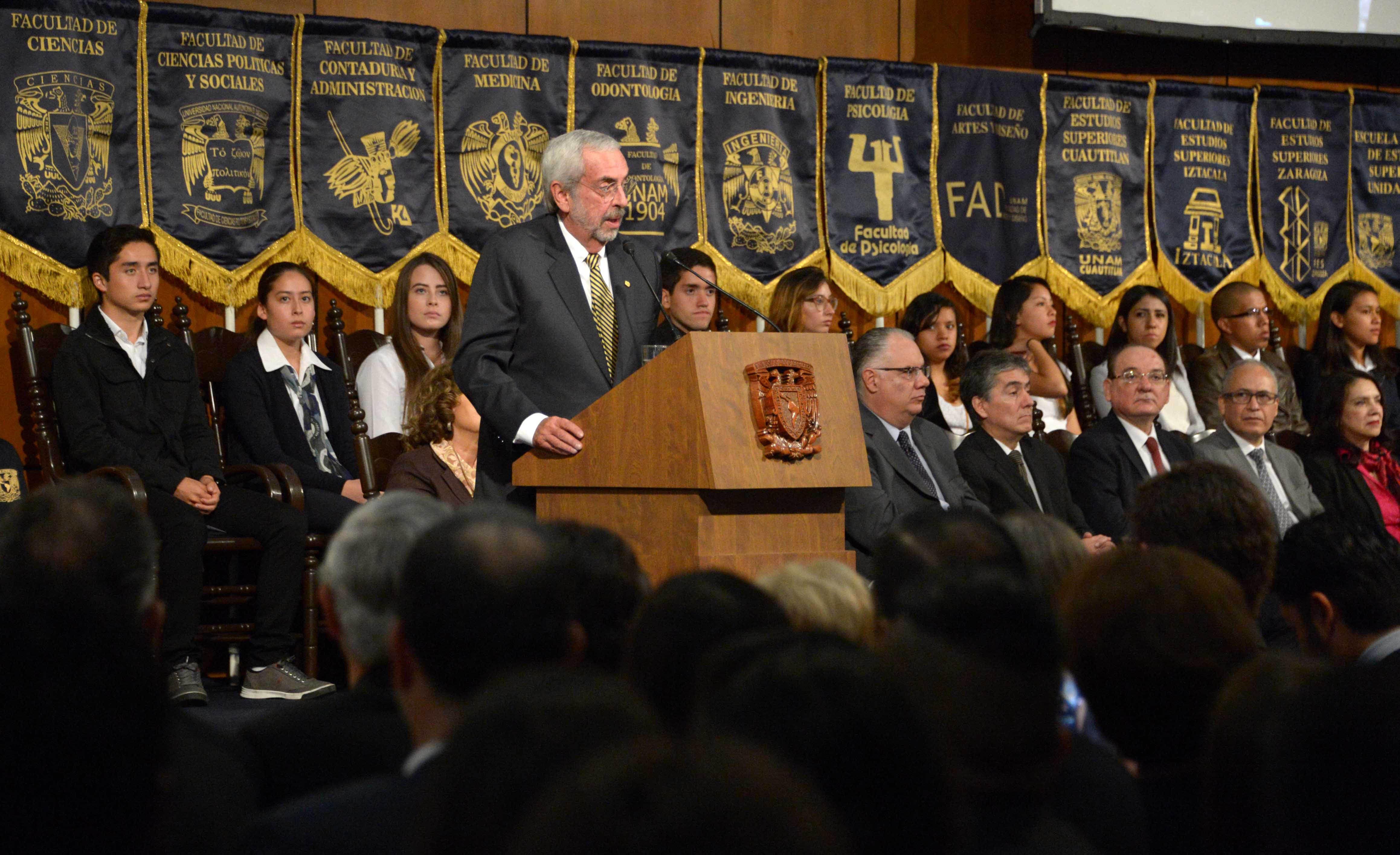 Enrique Grafue. Foto de DGCS UNAM.