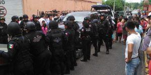 Desalojan a 'paracaidistas' de fraccionamiento en Cancún
