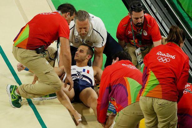 Gimnasta francés sufre horrible lesión en salto