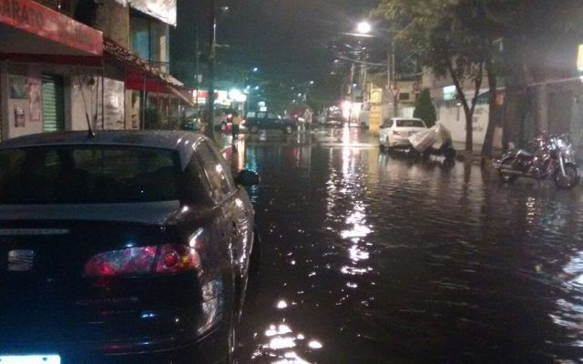 Lluvias provocan desborde de río en Xochimilco