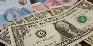 Dólar cierra hasta en 19.05 pesos a la venta