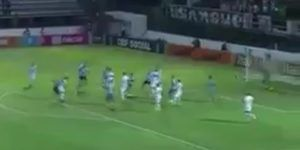 Video: la vistosa chilena del portero del Botafogo