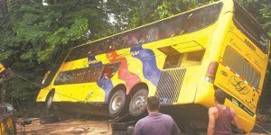 Volcadura de autobús deja 11 muertos en Venezuela