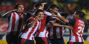 """""""El avión"""" lleva a Chivas a los cuartos de final de la Copa MX"""