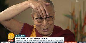 El Dalai Lama imita a Donald Trump