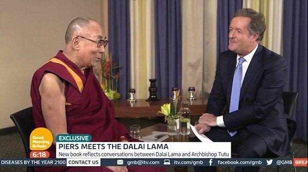 Dalai Lama se divierte imitando a Trump en programa de TV