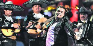 Músicos de Juan Gabriel podrían demandar al hijo del cantante